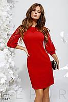Нарядное короткое платье с вставками из сетки красное