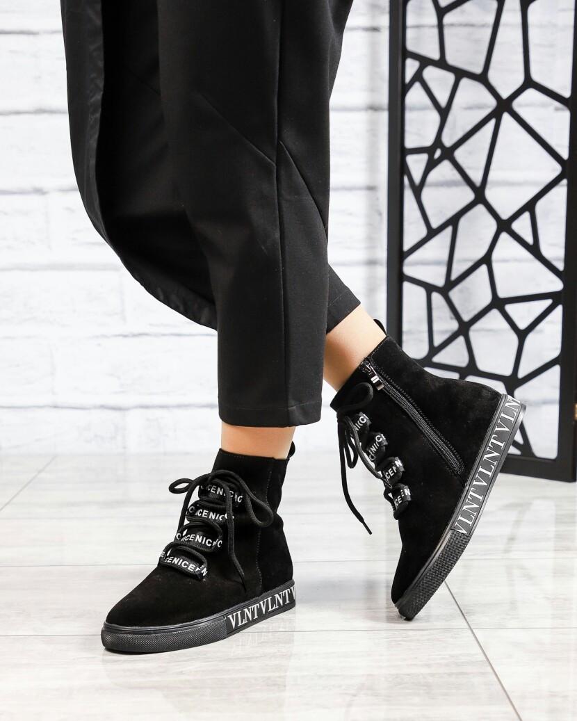 Демисезонные ботинки женские с буквами черные