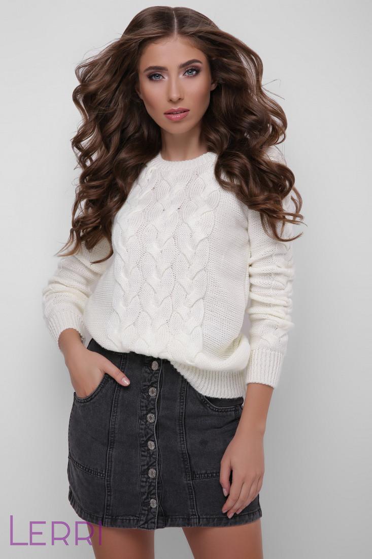 Светлый женский свитер вязаный шерстяной молочный