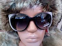 Стильные солнцезащитные очки Alese.
