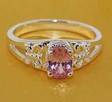 Кольцо женское с красным камнем колечко
