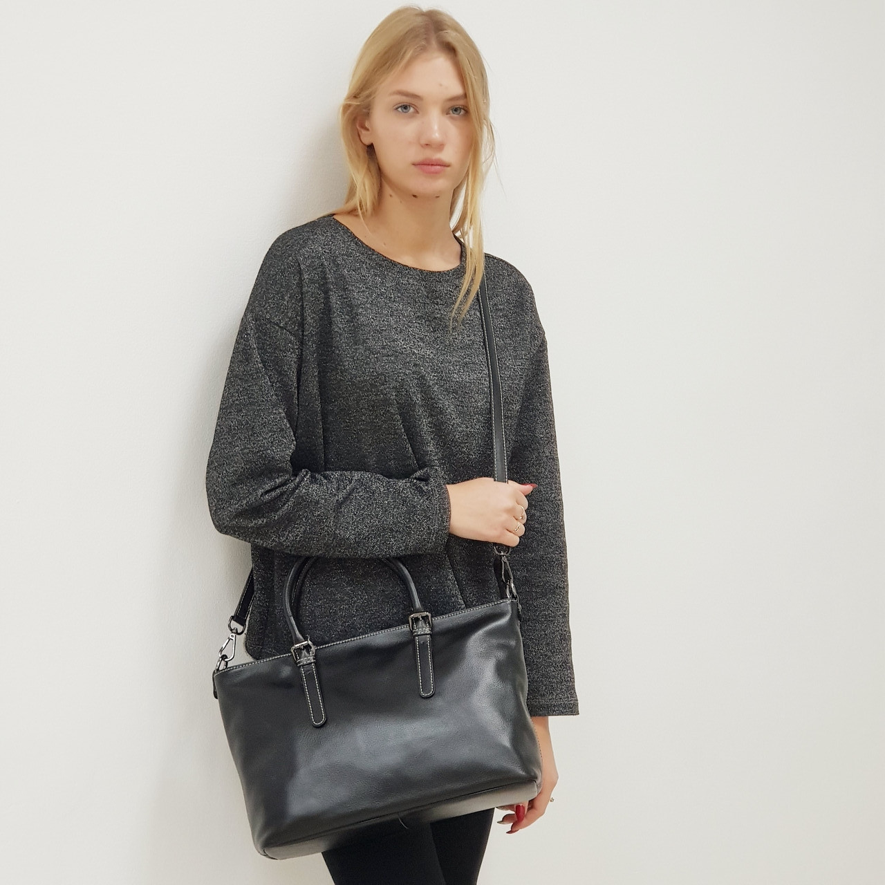 Женская черная сумка из натуральной кожи большая повседневная