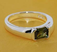 Кольцо с зеленым камнем женское