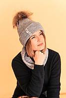 """Комплект серый меланж (шапка и снуд) с камнями стразами и натуральным помпоном """"Кайла"""""""