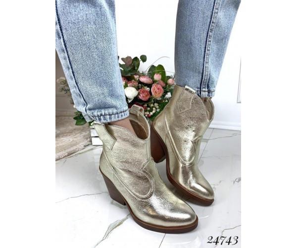 Ботинки казаки кожаные золото