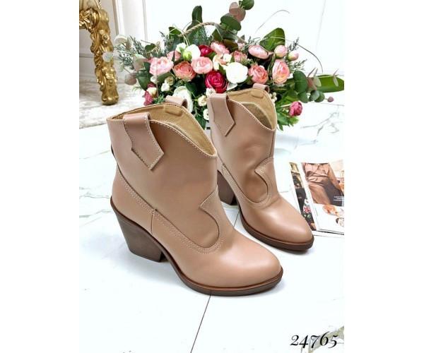 Ботинки казаки бежевые натуральная кожа, на каблуках, размеры 36-40