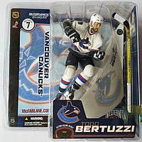 Сувенирная фигура хоккеист Todd Bertuzzi.