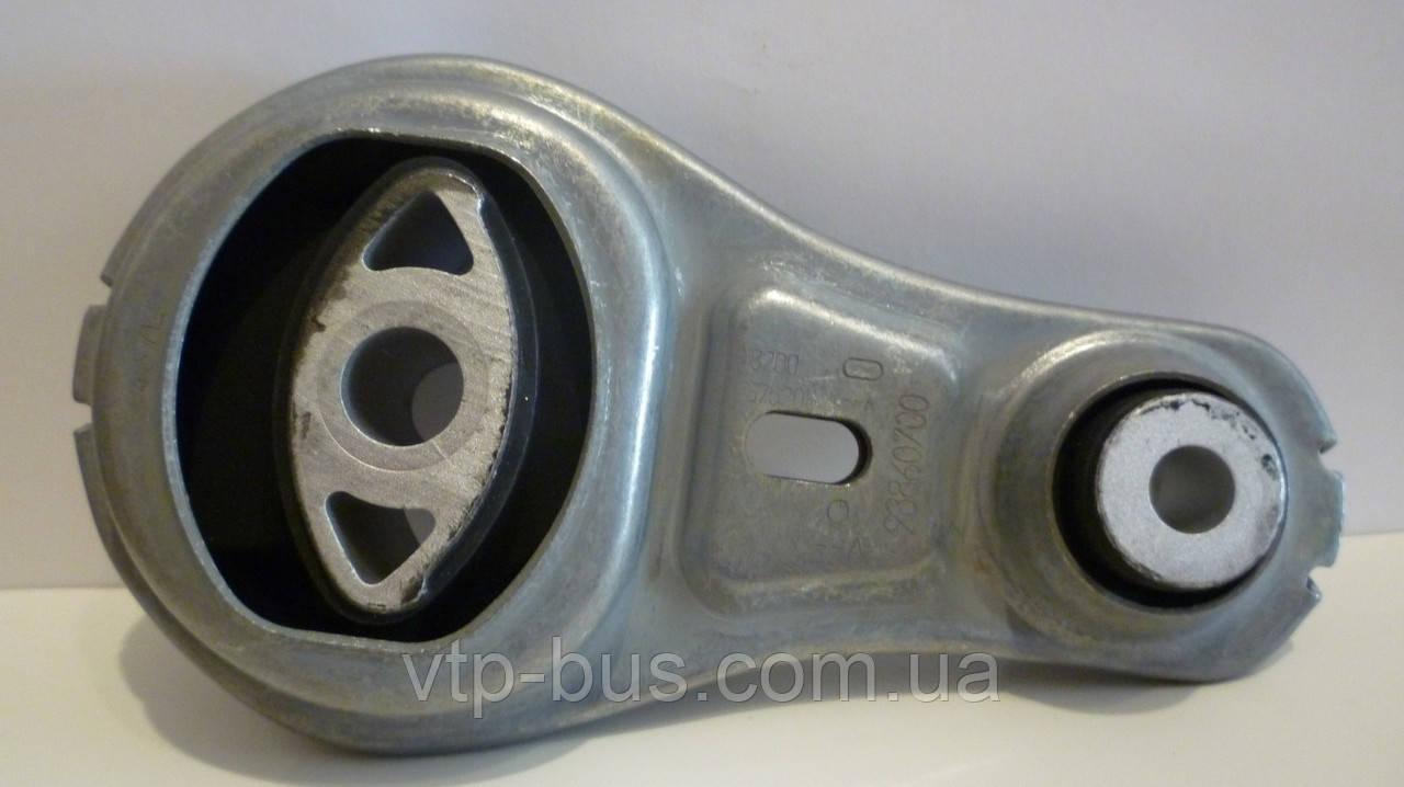 Подушка двигателя, восьмёрка нижняя на Renault Trafic 2,5dCi с 2006... Renault (оригинал), 8200725253
