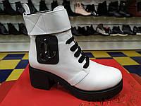 Стильные молодежные кожаные зимние ботинки на цегейке