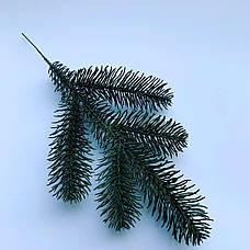 Искусственная хвоя.Веточка искусственной ,зелёной ели пятерка (30 см), фото 3