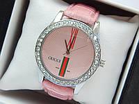 Женские кварцевые наручные часы  Gucci (Гуччи) на розовом кожаном ремешке, серебро с розовым - код 1614, фото 1