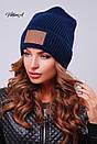 Вязаная женская шапка с нашивкой и подворотом 81gol201, фото 2