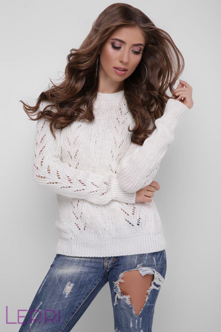 Теплый женский свитер на зиму молочный