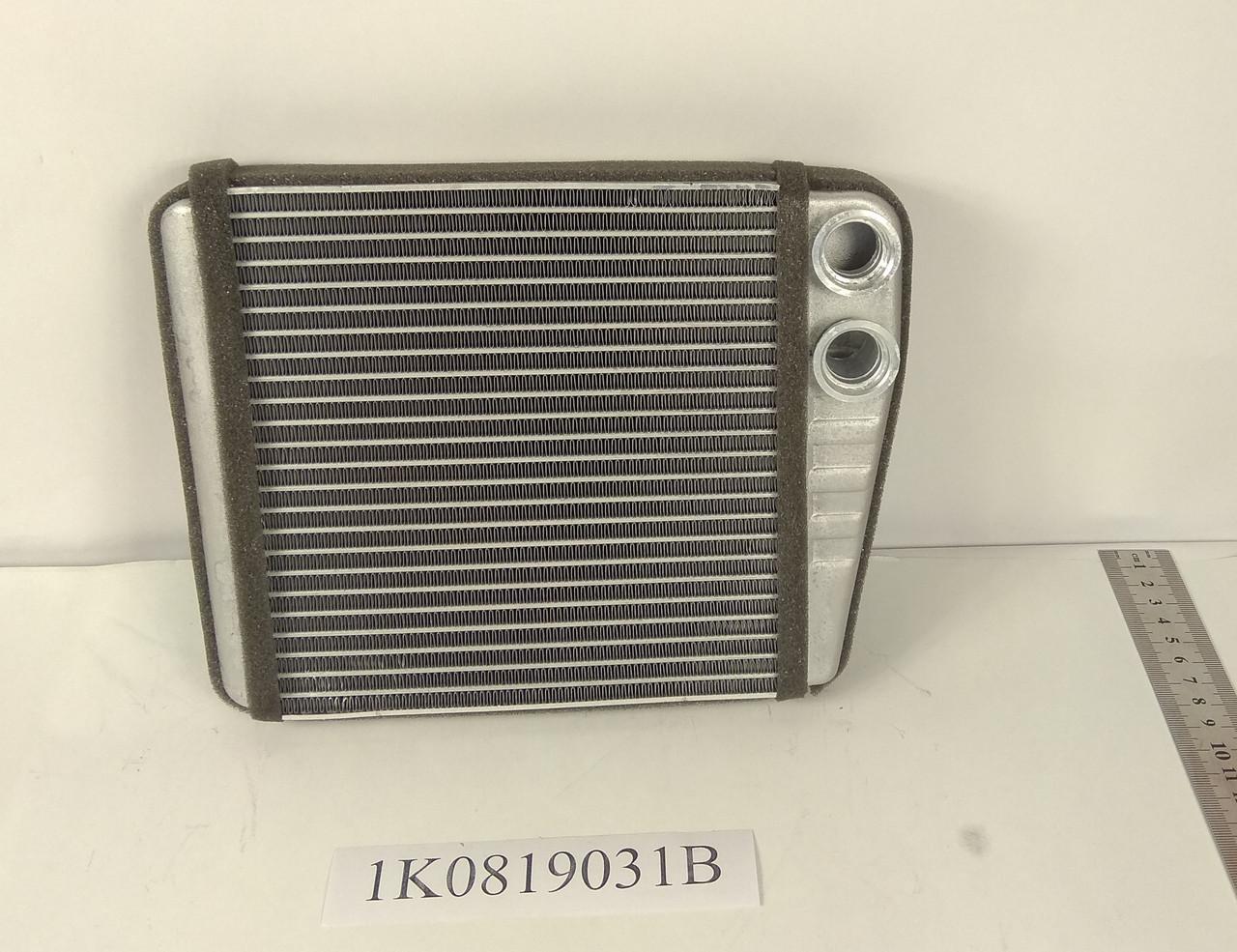 Радиатор печки Volkswagen Caddy 3 2004- (180*187мм по сотах) KEMP