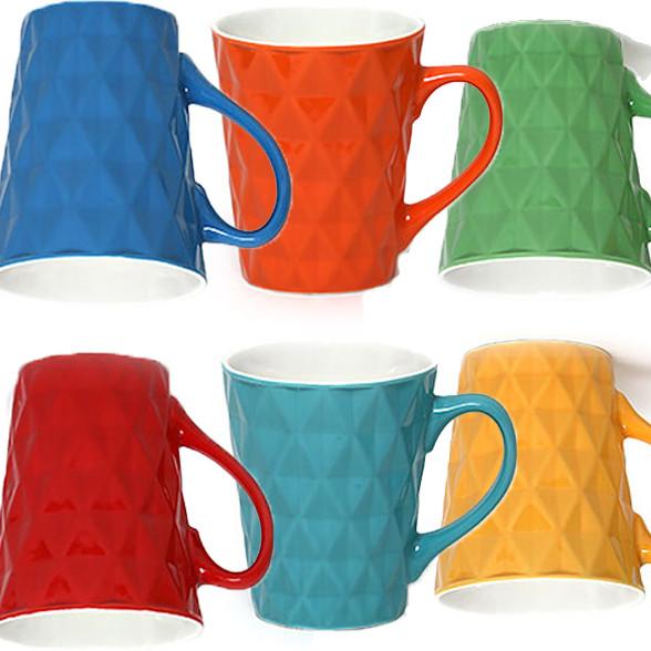 Фарфоровые чашки и кружки