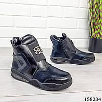 Женские ботинки демисезонные на молнии, черного цвета из эко кожи, внутри текстильный утеплитель