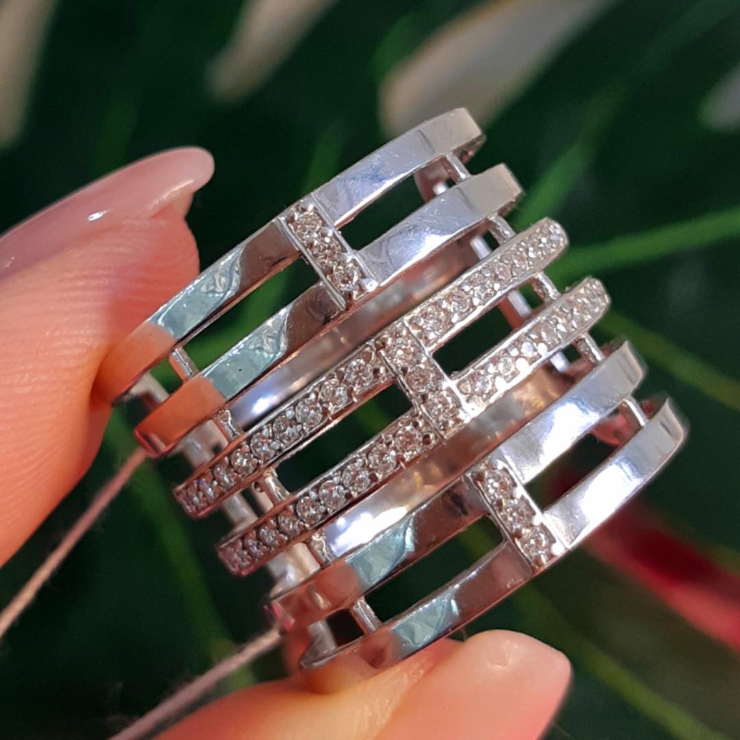 Женское широкое серебряное кольцо с фианитами 21 размер