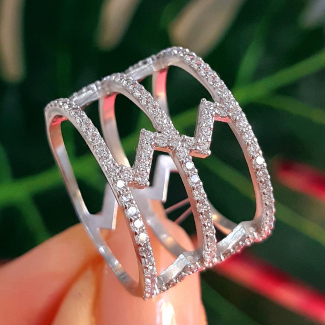 Серебряное кольцо с фианитами - Женское серебряное родированное кольцо Зиг-заги
