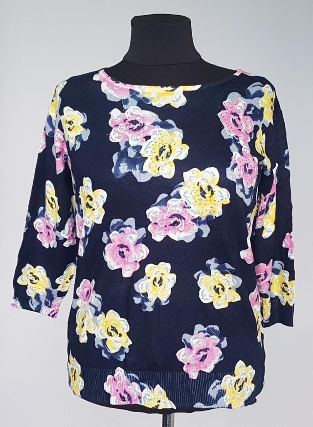 фотография женская кофточка рукава три четверти с яркими цветами