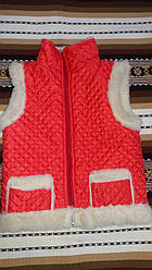 Тепла дитяча жилетка із овчини на замочку,червоного кольору