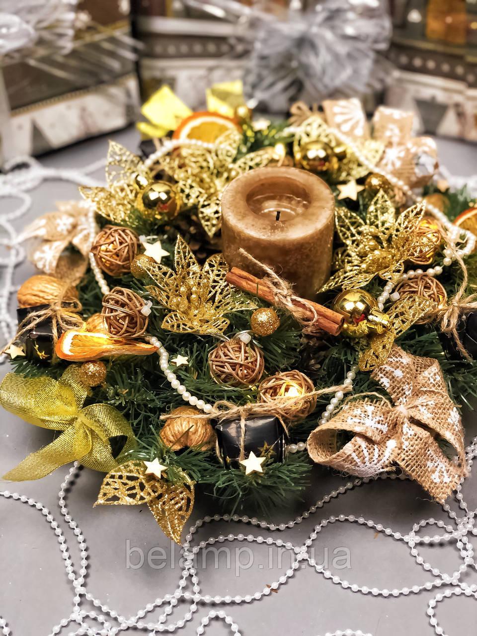 Новогодний веночек с гирляндой от батареек «Золотое трио»