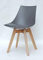 Стул с мягким сиденьем и пластиковым основанием на деревянных ножках для интерьеров в стиле лофт Klim серый