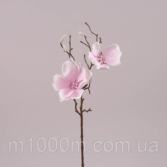 Веточка Магнолии заснеженная светло-розовая