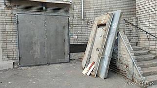 Распашные ворота с вмонтированной калиткой