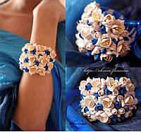 """""""Бежево-синие фрезии"""" браслет на руку с цветами из полимерной глины"""