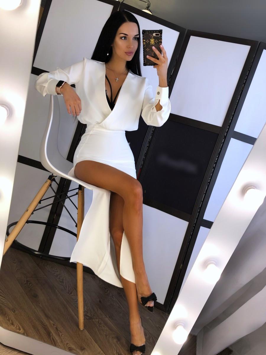 Платье из костюмки с разрезом на ноге и верхом на запах r20plt155