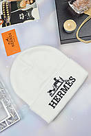 Белая женская шапка в стиле HERMES