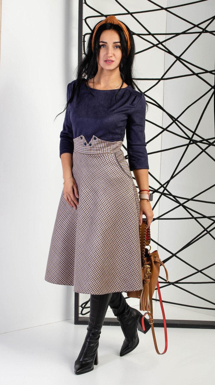 Стильное платье двух фактур из замша темно-синего цвета с коротким рукавом