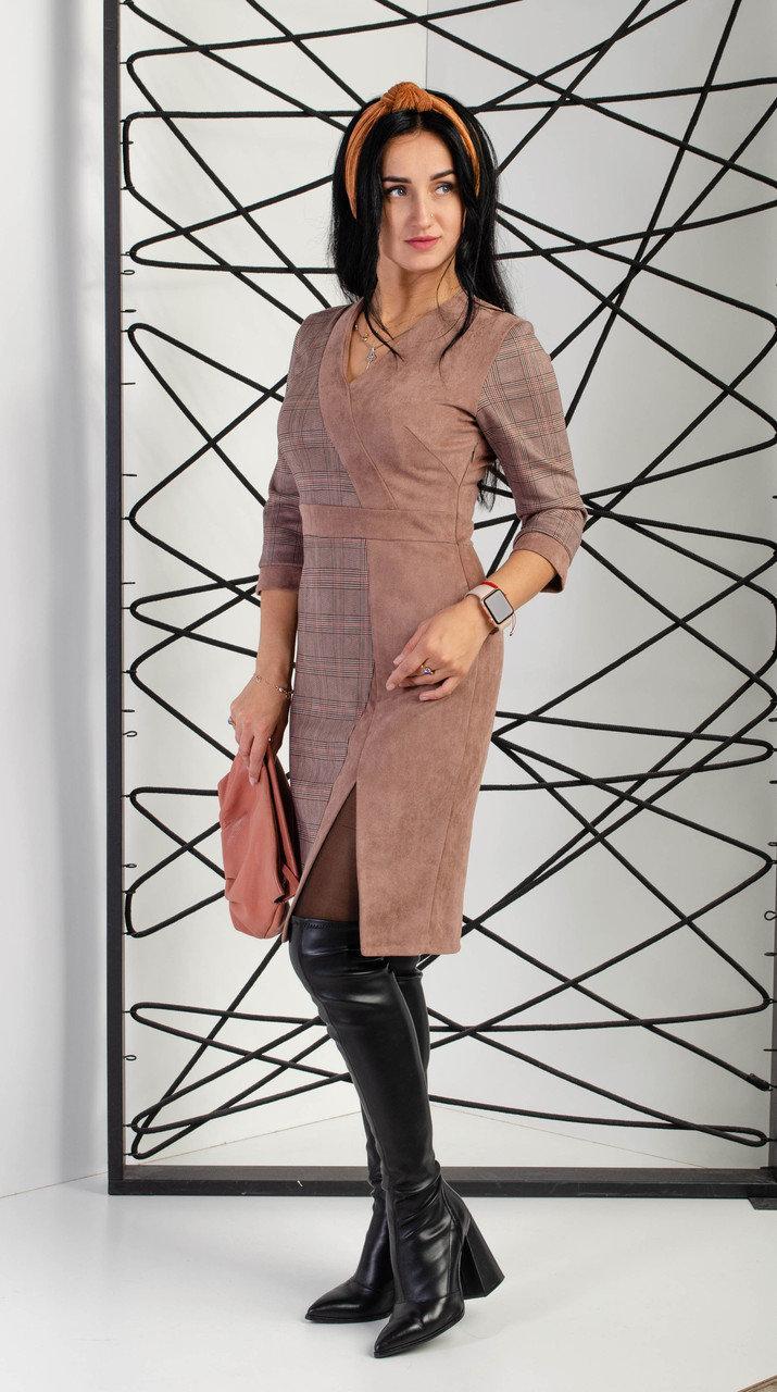 Платье женское прилегающим силуэтом с декоративными выточками на линии груди