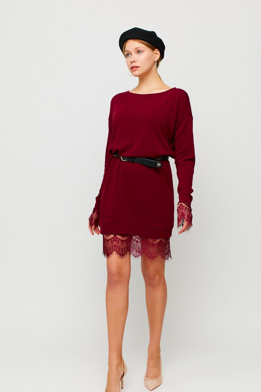 Короткое бордовое теплое платье с кружевом по низу
