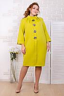 Женское платье с большими пуговицами