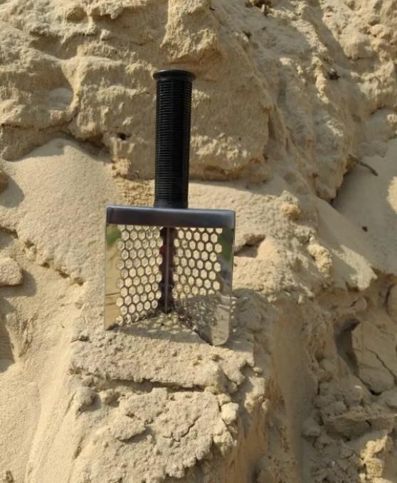 Пляжний совок (скупий) Scoop triangle ➜товщина 1.5 мм ➜отвір 7мм ➜розмір 100×140 мм