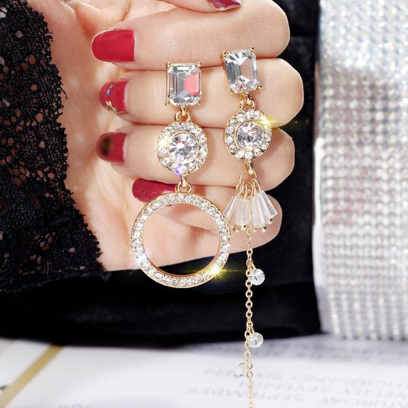 Асимметричные серьги-подвески с кристаллами (серьги непарные). Сережки с кристаллами асимметричные