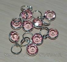 Подвеска с  бледно розовым  кристаллом