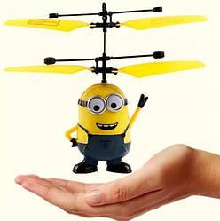 ИГРУШКА Летающий миньон, интерактивная игрушка - вертолёт TyT