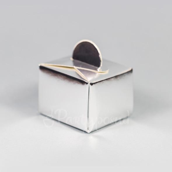 Бонбоньерка серебряная
