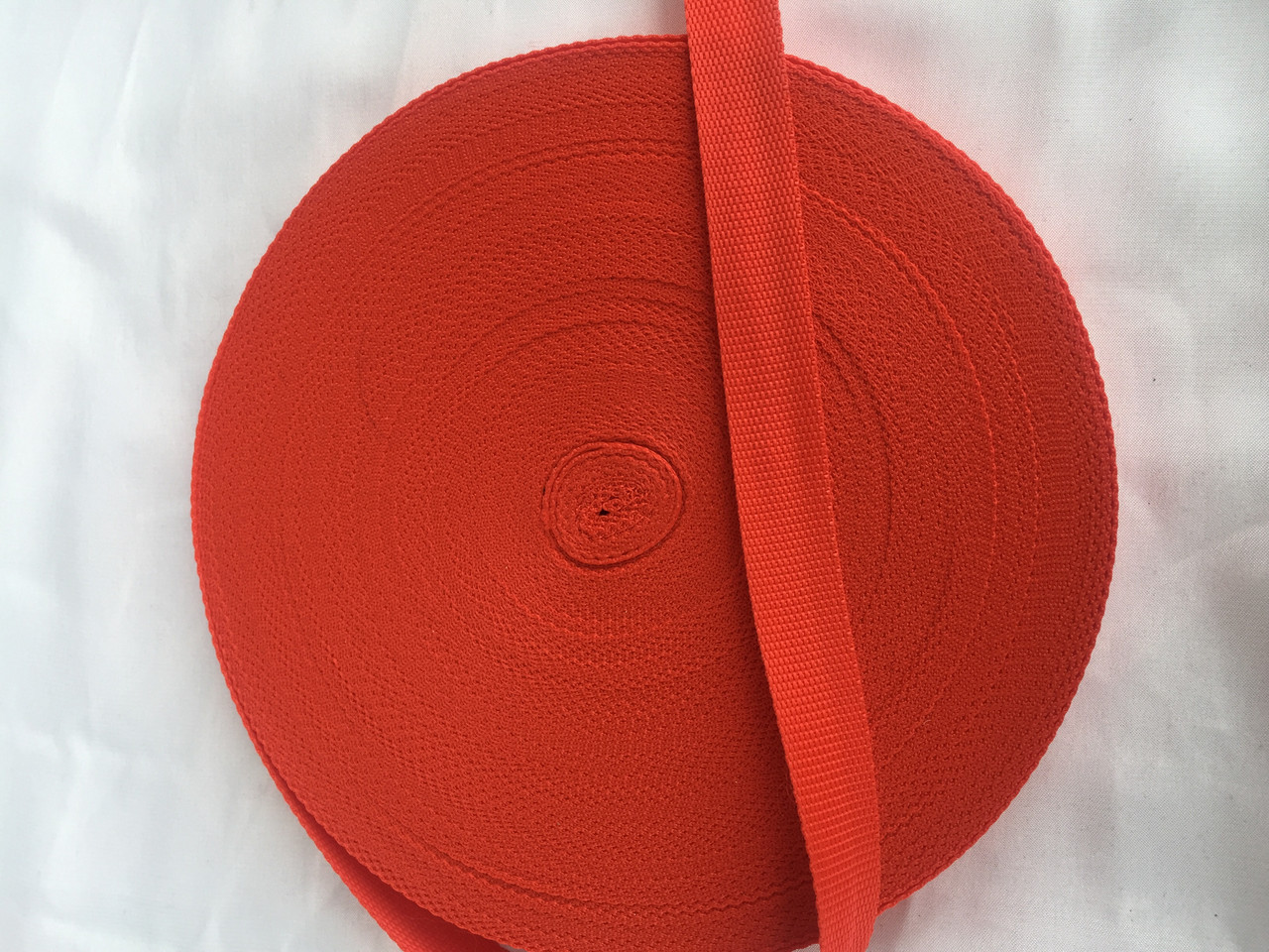 Лента (стропа) ременная красная  2.5см 50 м