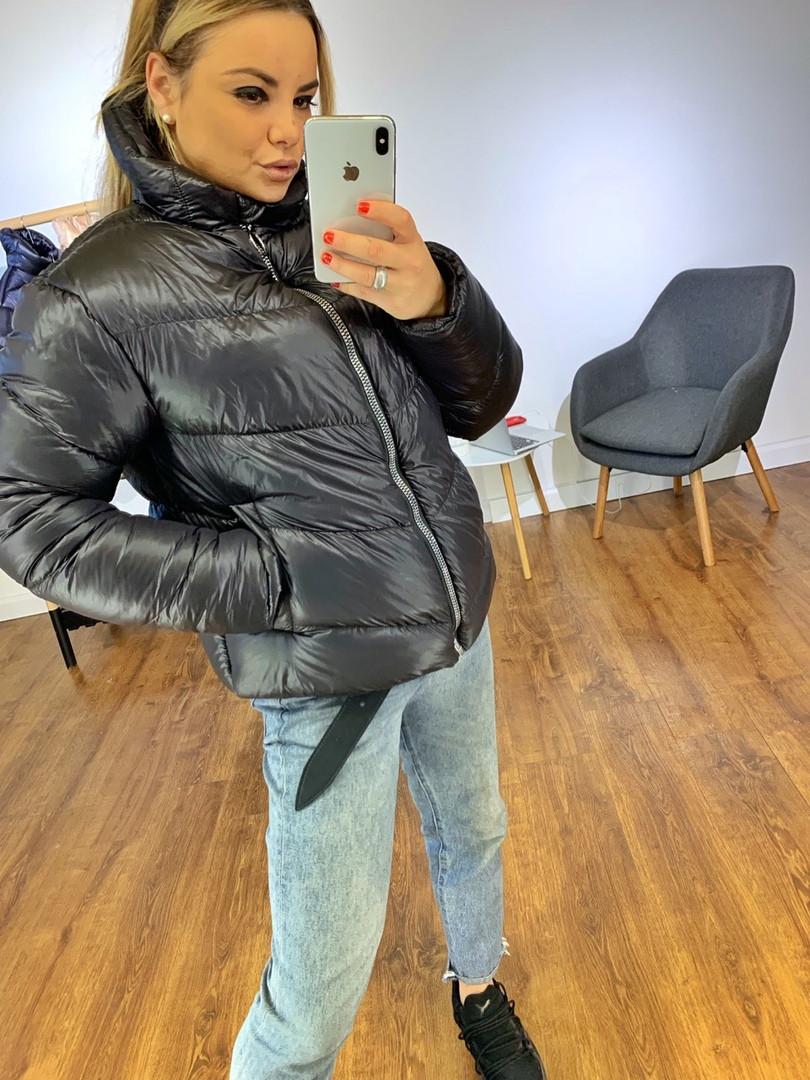 Женская зимняя объемная куртка-пуховик, черного цвета