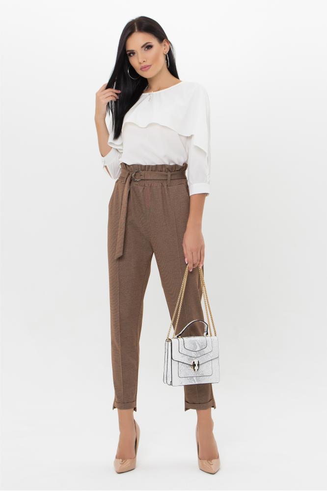 Коричневые женские зауженные брюки с завышенной талией с рюшами и пояском