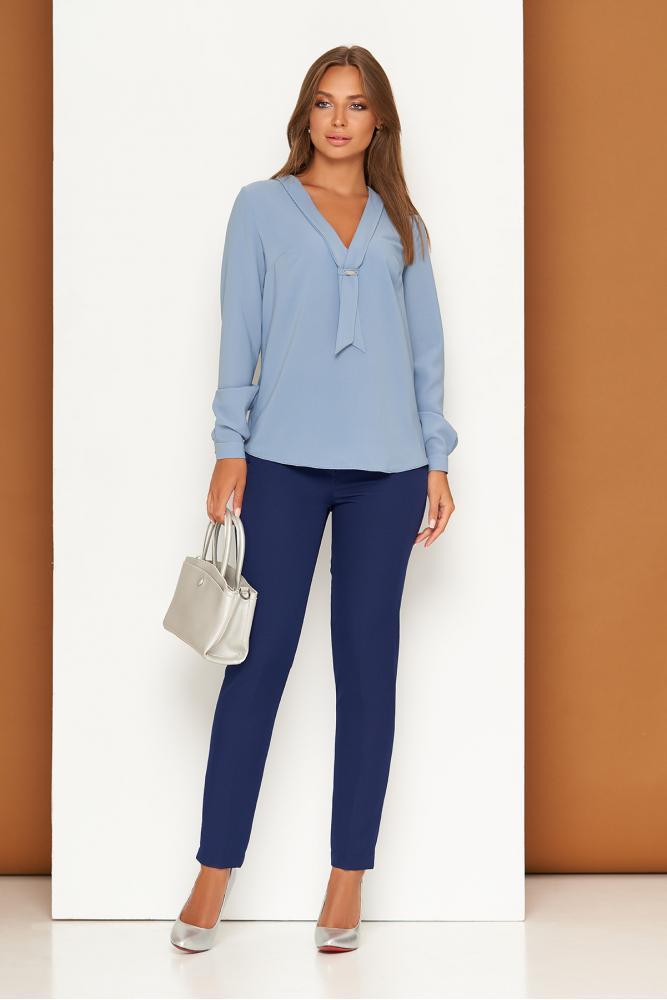 Зауженные темно-синие женские классические брюки с карманами