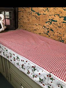 Скатертину на стіл в червону клітку з вишнею