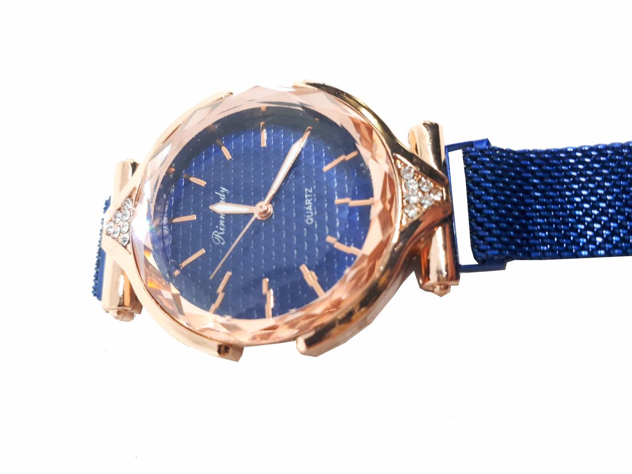 Часы кварцевые  Rinnady с камнями на  магнитном браслете . Синий