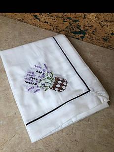 Скатертина біла з вишивкою