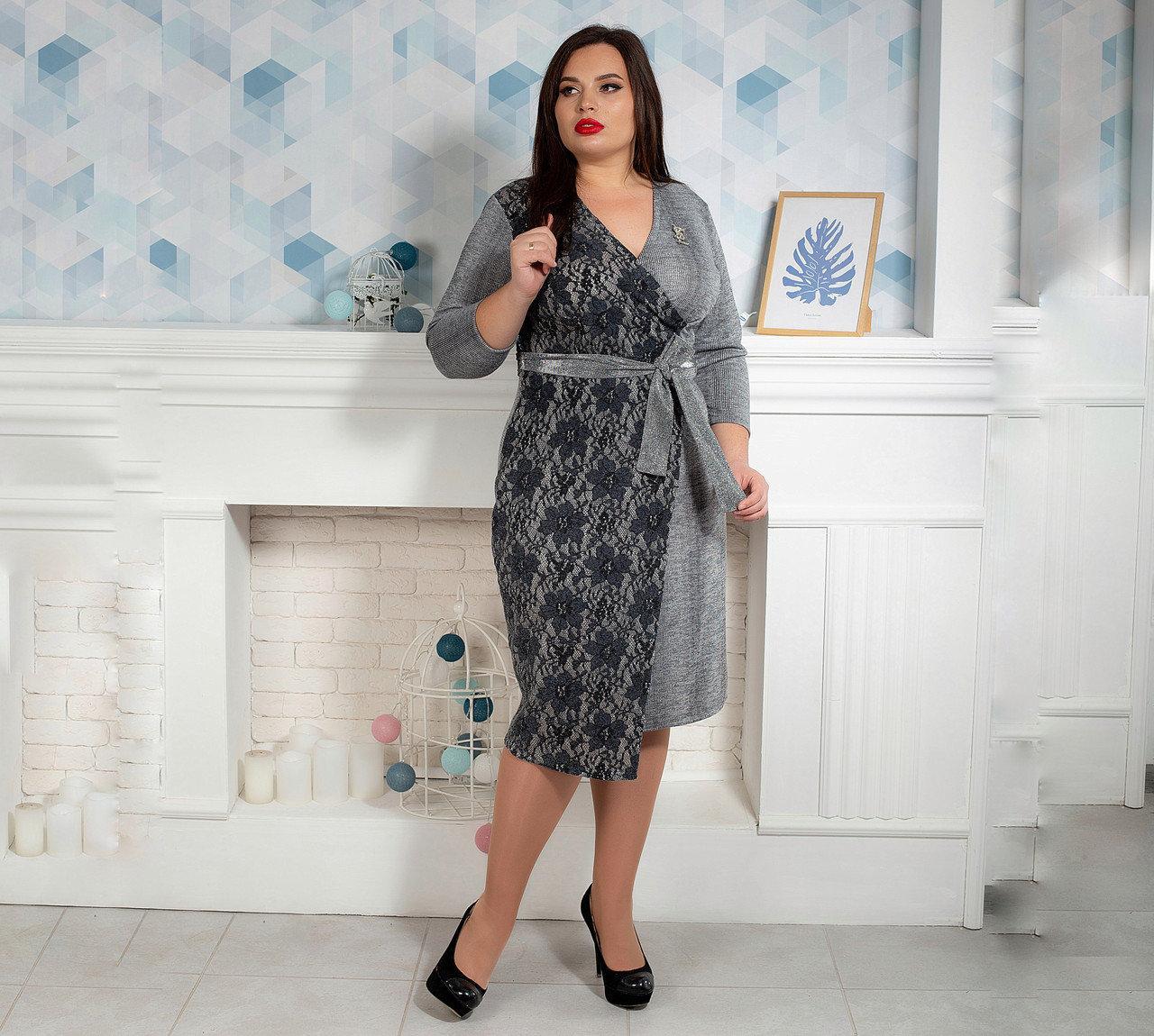 Стильное платье на запах с гипюром 50,52,54,56 светло-серое