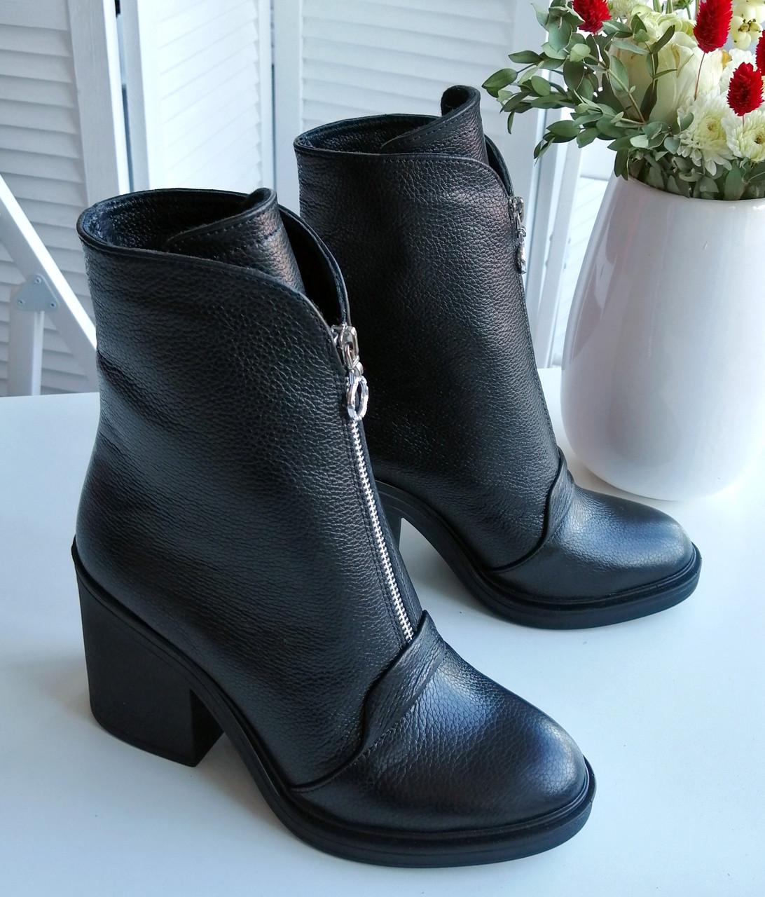 Жіночі черевики на широкому каблуці від виробника