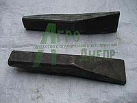 Зуб ковша экскаватора ЭО-2621 на базе трактора ЮМЗ 26.5801.405